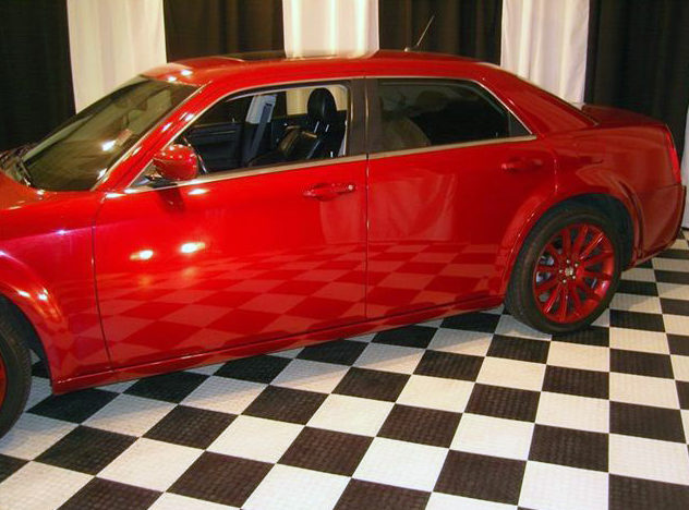 2008 Chrysler 300 SRT Sedan 5.7L Hemi, Automatic presented as lot U140.1 at St. Charles, IL 2011 - image4
