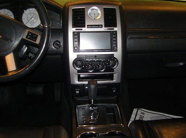 2008 Chrysler 300 SRT Sedan 5.7L Hemi, Automatic presented as lot U140.1 at St. Charles, IL 2011 - image7