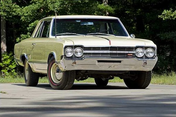 1965 Oldsmobile 442 Hardtop 400 CI, 4-Speed presented as lot F250 at St. Charles, IL 2010 - image2