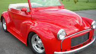 1953 Morris Minor Convertible 2.2L, Automatic presented as lot T99 at Schaumburg, IL 2013 - thumbail image8