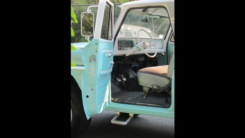 1966 Chevrolet C20 Pickup presented as lot S25 at Schaumburg, IL 2013 - image5