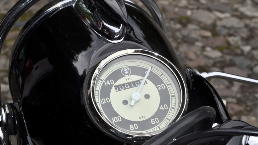 1964 BMW R60/2 From The Mario Sueiras Collection presented as lot T230 at Monterey, CA 2014 - image7