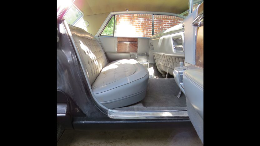 1962 Cadillac Fleetwood 60 Special Sedan presented as lot W106 at Dallas, TX 2013 - image6
