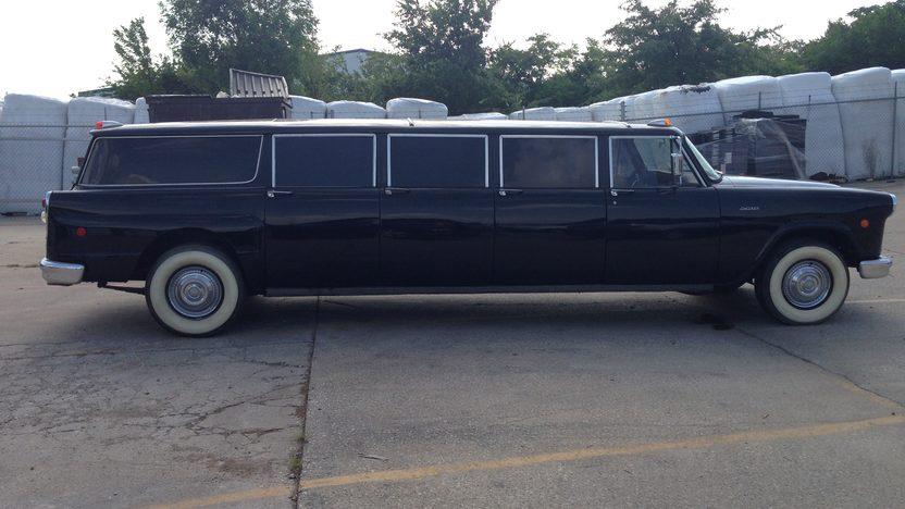1969 Checker Aerobus presented as lot T214 at Dallas, TX 2013 - image2