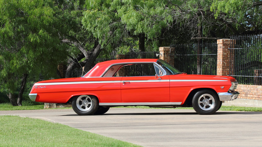 1962 Chevrolet Impala SS Hardtop 409 CI, 4-Speed presented as lot S104 at Dallas, TX 2013 - image2