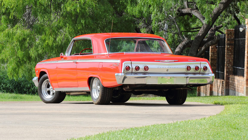1962 Chevrolet Impala SS Hardtop 409 CI, 4-Speed presented as lot S104 at Dallas, TX 2013 - image3
