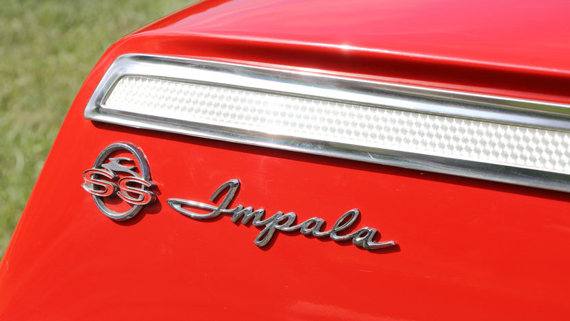 1962 Chevrolet Impala SS Hardtop 409 CI, 4-Speed presented as lot S104 at Dallas, TX 2013 - image9
