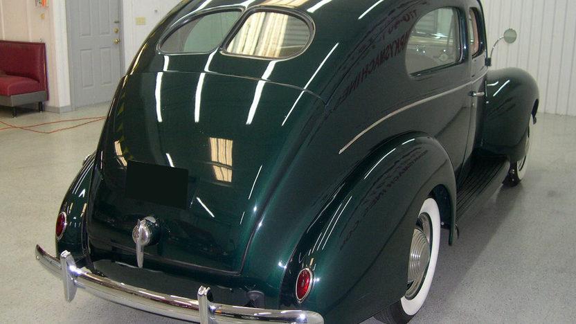 1939 ford deluxe 2 door sedan mecum dallas 2011 f237 for 1939 ford deluxe 4 door sedan