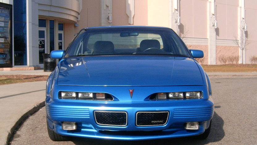 1992 Pontiac Grand Prix Richard Petty Edition 3-Speed Automatic presented as lot W33 at Kissimmee, FL 2011 - image4