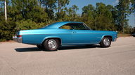 1966 Chevrolet Impala SS 427/425 HP, 4-Speed presented as lot S262 at Kissimmee, FL 2011 - thumbail image3