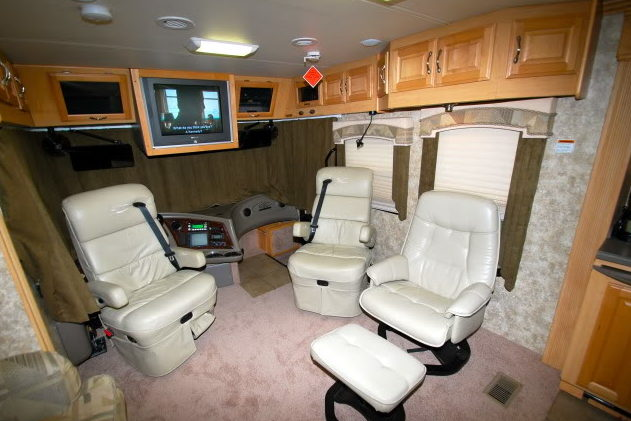 2006 Coachmen Cross Country SE Motorhome 300 HP presented as lot G338 at Kissimmee, FL 2012 - image3