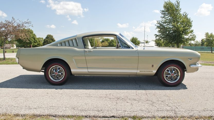 1966 Ford Mustang 2+2 Fastback 289/271 HP, 4-Speed presented as lot F214 at Kissimmee, FL 2012 - image9