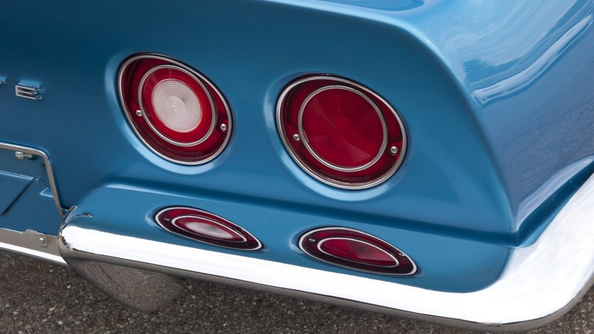 1969 Chevrolet Corvette L88 Coupe 427/430 HP, 4-Speed presented as lot S103 at Kissimmee, FL 2012 - image3