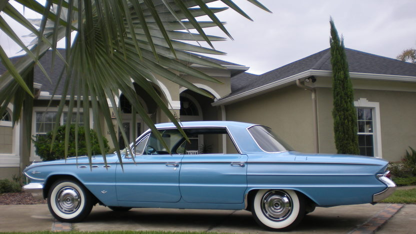 1961 Buick Lesabre 4-Door Hardtop 364 CI, Automatic presented as lot H21 at Kissimmee, FL 2012 - image2