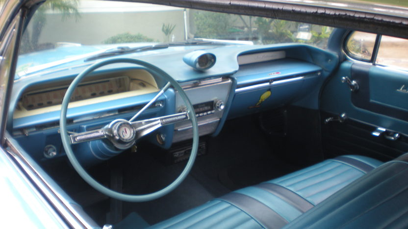 1961 Buick Lesabre 4-Door Hardtop 364 CI, Automatic presented as lot H21 at Kissimmee, FL 2012 - image3