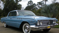 1961 Buick Lesabre 4-Door Hardtop 364 CI, Automatic presented as lot H21 at Kissimmee, FL 2012 - thumbail image8