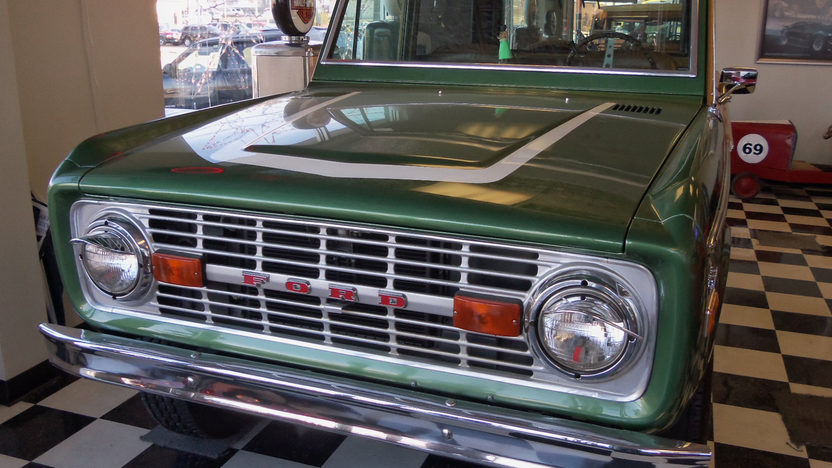 1974 Ford Bronco Woody 302 CI, Automatic presented as lot W162 at Kissimmee, FL 2013 - image9