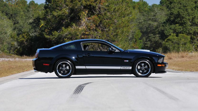2007 Ford Shelby GT One Owner with Under 7,000 Miles presented as lot W324 at Kissimmee, FL 2013 - image3