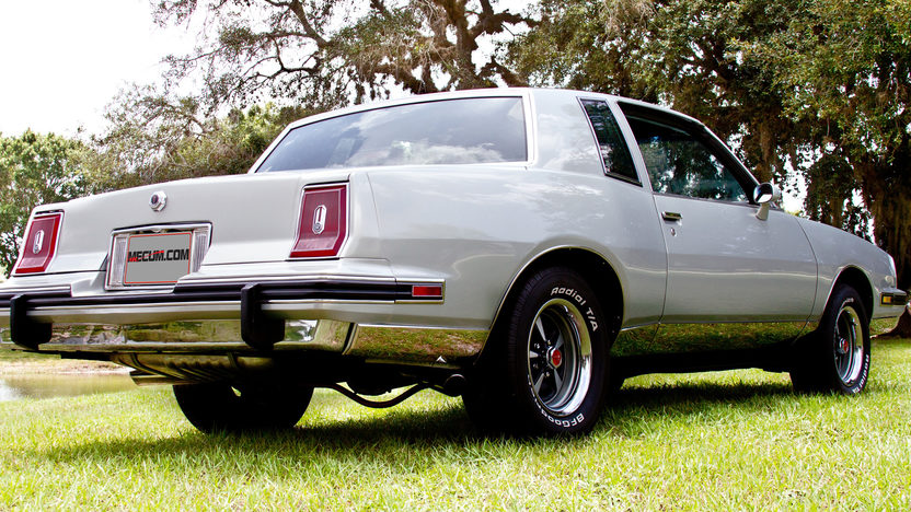 1987 Pontiac Grand Prix 350/425 HP, 5-Speed presented as lot T6 at Kissimmee, FL 2013 - image3