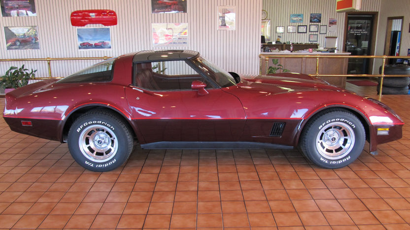 1981 Chevrolet Corvette Coupe 350/190 HP, Automatic presented as lot T106 at Kissimmee, FL 2013 - image2