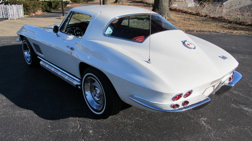 1967 Chevrolet Corvette Coupe 327/300 HP, Automatic presented as lot F99 at Kissimmee, FL 2013 - image3