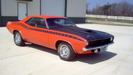 1970 Plymouth AAR Cuda 340 Six Pack presented as lot F114 at Kissimmee, FL 2013 - thumbail image2