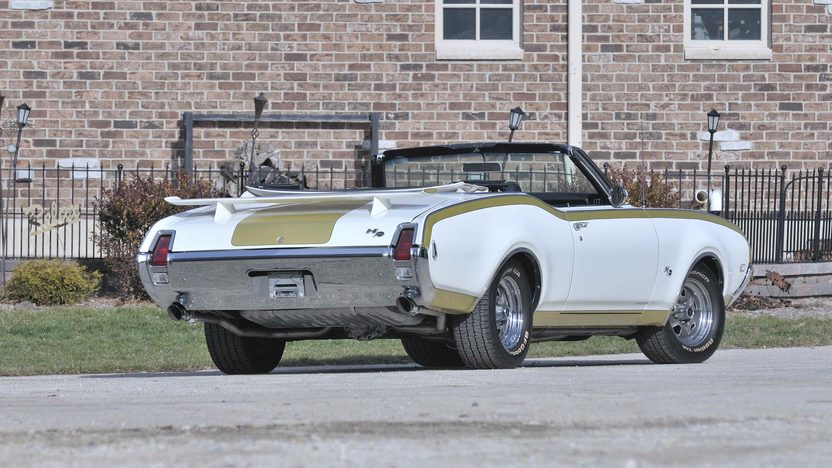 1969 Oldsmobile 442 Convertible Hurst Olds Replica presented as lot F191 at Kissimmee, FL 2013 - image3