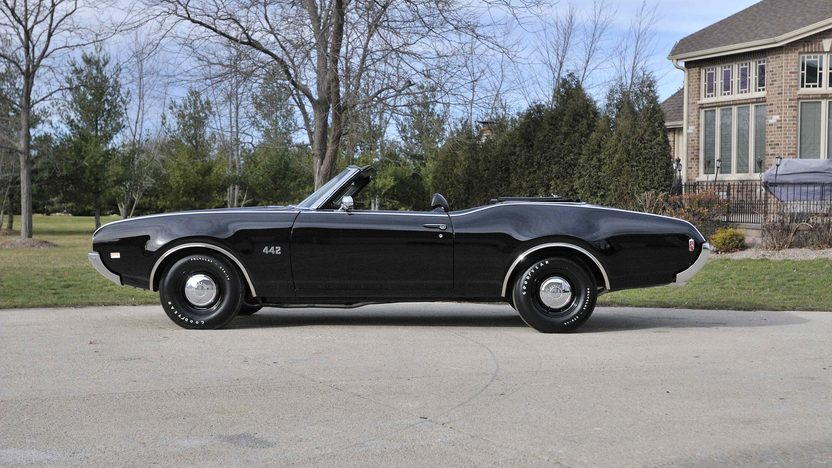 1969 Oldsmobile 442 Convertible 400 CI, 4-Speed, Factory Air presented as lot F282 at Kissimmee, FL 2013 - image2