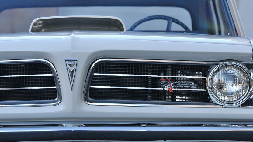1963 Pontiac Tempest Lemans 421 Super Duty, 1 of 6 Produced presented as lot S137 at Kissimmee, FL 2013 - image10