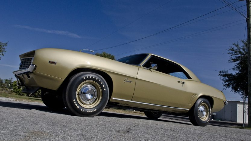 1969 Chevrolet COPO Camaro 427/425 HP, 4-Speed, 1 of 1 Color Combination presented as lot S178 at Kissimmee, FL 2013 - image12