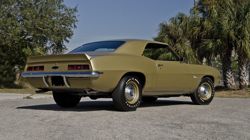 1969 Chevrolet COPO Camaro 427/425 HP, 4-Speed, 1 of 1 Color Combination presented as lot S178 at Kissimmee, FL 2013 - image2