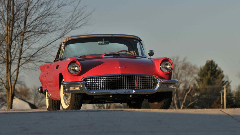 1957 Ford Thunderbird presented as lot S186 at Kissimmee, FL 2013 - image11