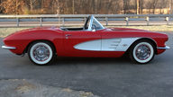 1961 Chevrolet Corvette Convertible 327/300 HP, Automatic presented as lot S200 at Kissimmee, FL 2013 - thumbail image2