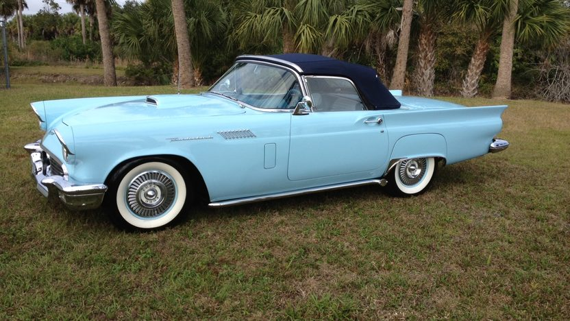 1957 Ford Thunderbird presented as lot J80 at Kissimmee, FL 2013 - image2