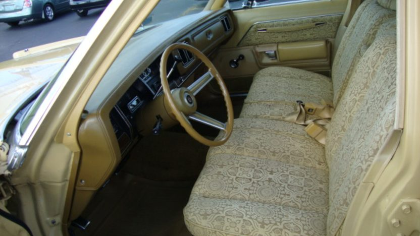 1977 Chrysler Newport 4-Door presented as lot J128 at Kissimmee, FL 2013 - image3