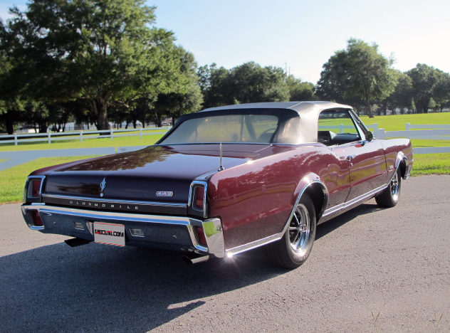 1967 Oldsmobile 442 Convertible 400 CI, Automatic presented as lot K66 at Kissimmee, FL 2013 - image11