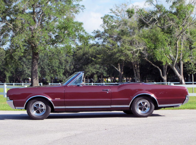 1967 Oldsmobile 442 Convertible 400 CI, Automatic presented as lot K66 at Kissimmee, FL 2013 - image2
