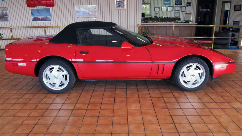 1989 Chevrolet Corvette Contertible 350/245 HP, 6-Speed presented as lot T45.1 at Kissimmee, FL 2013 - image2