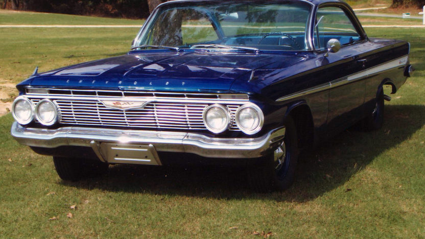1961 Chevrolet Impala Coupe 409/425 HP, 4-Speed presented as lot K209 at Kissimmee, FL 2013 - image9
