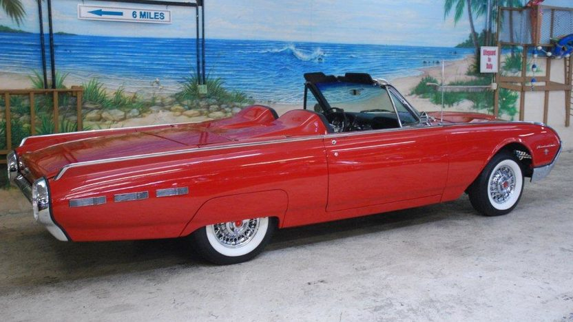 1962 Ford Thunderbird Convertible 390 CI, Automatic presented as lot G237 at Kissimmee, FL 2013 - image2