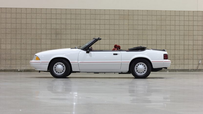 1992 Ford Mustang LX Convertible 2.3L, Automatic presented as lot L36 at Kissimmee, FL 2014 - image2