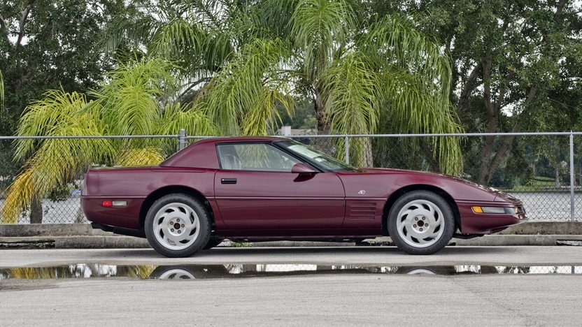 1993 Chevrolet Corvette 40th Anniversary Convertible, 6-Speed, 16 Miles presented as lot S120 at Kissimmee, FL 2014 - image3