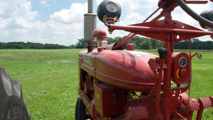 1947 Farmall H Tractor presented as lot S4 at Walworth, WI 2010 - image2