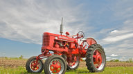 1953 Farmall Super H Tractor presented as lot S33 at Walworth, WI 2010 - thumbail image7