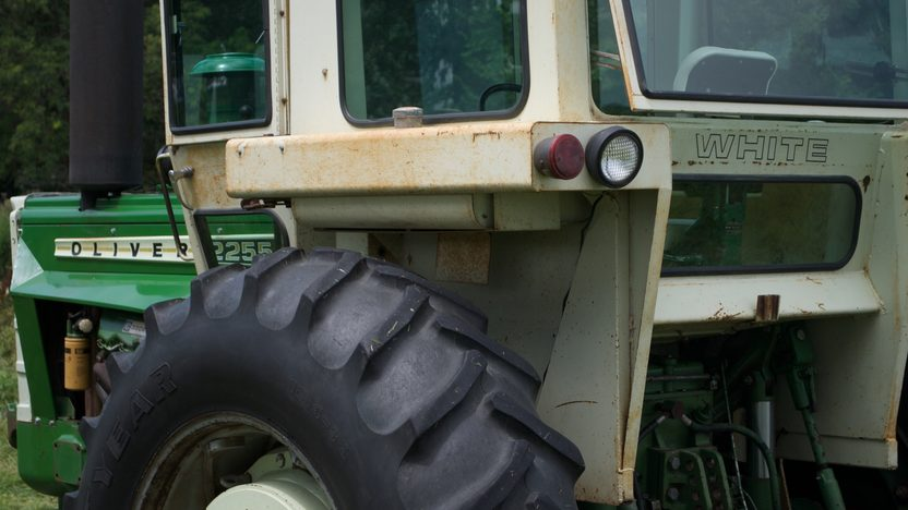 1975 Oliver 2255 Tractor presented as lot S77 at Walworth, WI 2010 - image2