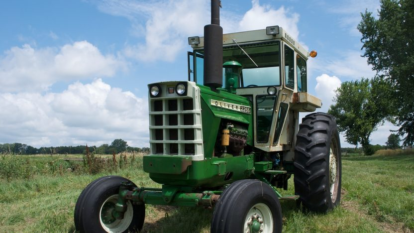 1975 Oliver 2255 Tractor presented as lot S77 at Walworth, WI 2010 - image5
