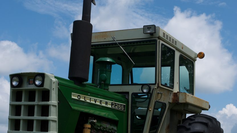 1975 Oliver 2255 Tractor presented as lot S77 at Walworth, WI 2010 - image6