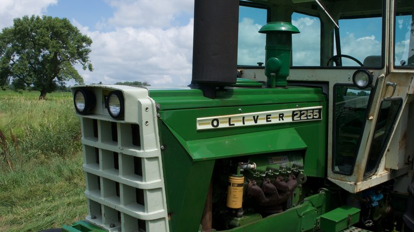1975 Oliver 2255 Tractor presented as lot S77 at Walworth, WI 2010 - image7