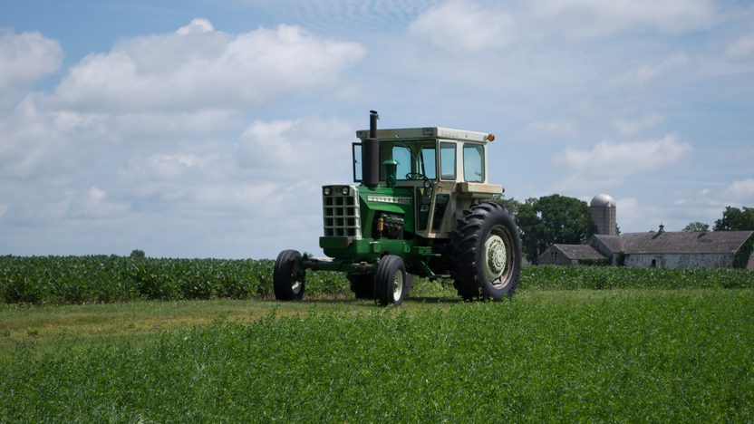 1975 Oliver 2255 Tractor presented as lot S77 at Walworth, WI 2010 - image8