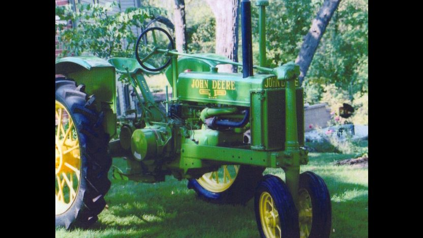 1936 John Deere B Tractor presented as lot S64 at Walworth, WI 2010 - image2